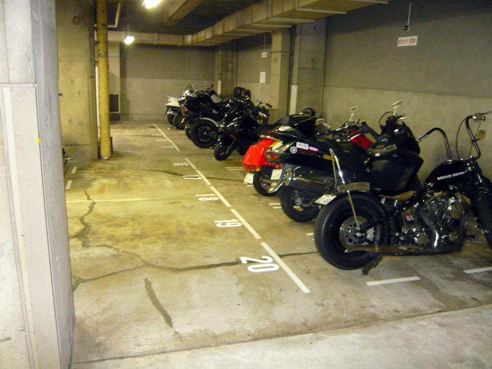 tmcバイク駐車場池袋ロサ会館B2の物件外観