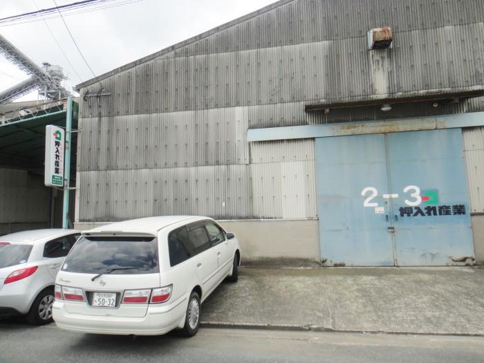 屋内保管・常人管理で安心・安全 押入れ産業 福岡中央店外観2
