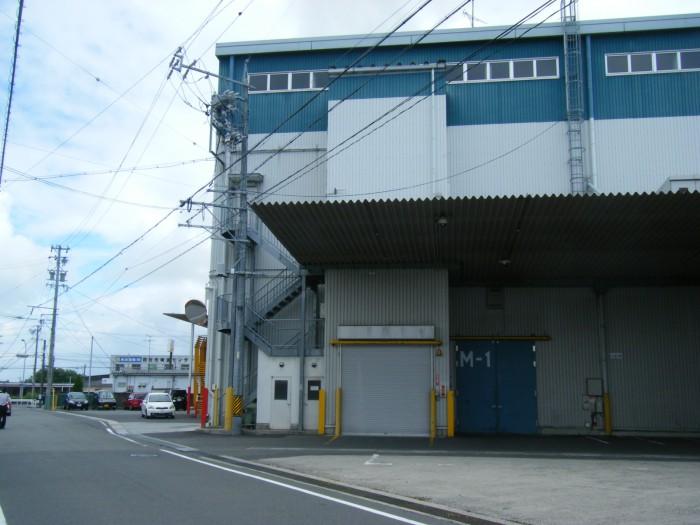 屋内保管・常人管理で安心・安全 押入れ産業 三重北勢店外観2