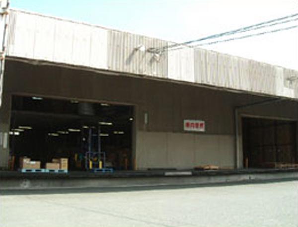 屋内保管・常人管理で安心・安全 押入れ産業 北九州小倉店外観2
