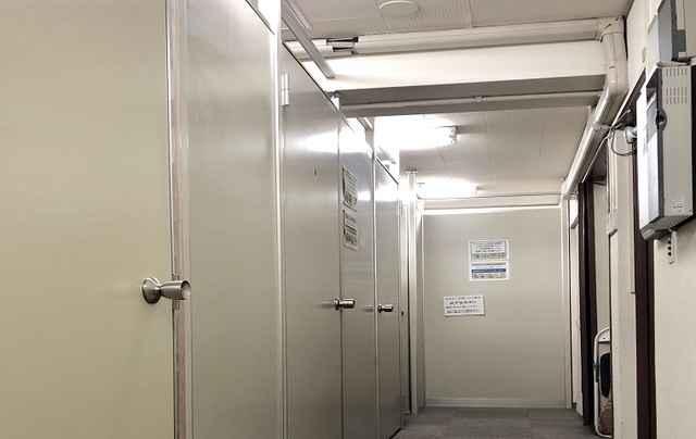 シートランクルーム日比谷通り2号店設備1