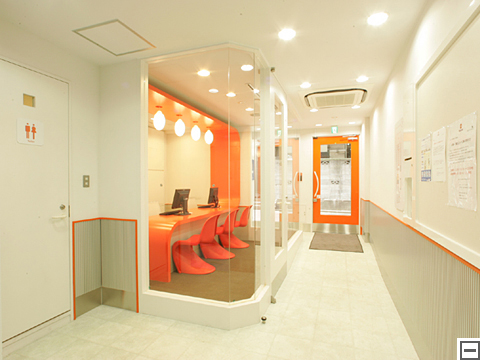 管理費・手数料ゼロのトランクルーム キュラーズ東新宿店外観2