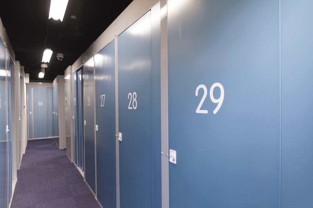 2重セキュリティで安心・安全 押入れ産業 PiO東新宿店 内装1