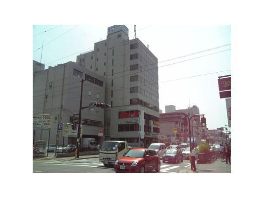 ハローストレージ吹田江坂駅前外観1