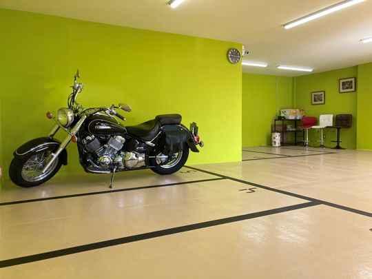 バイクガレージ東久留米市八幡町クラブ